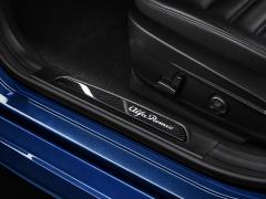 Barre de seuil en carbone avec logo éclairé pour Alfa Romeo Giulia