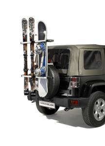 Porte-skis et snowboard sur roue de secours