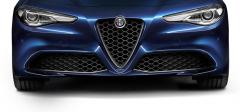 Calandre avec insert en «V» en carbone pour les versions Super et Giulia